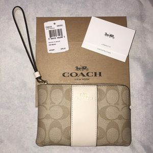 NWT! Signature Coach wristlet 😎 Light Khaki/Chalk